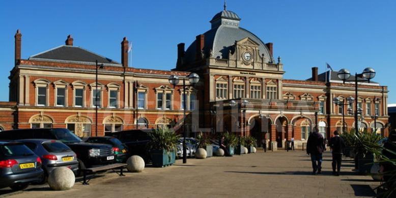 358931-norwich-railway-station