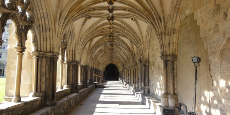Norwich_Cathedral_cloisters.jpg